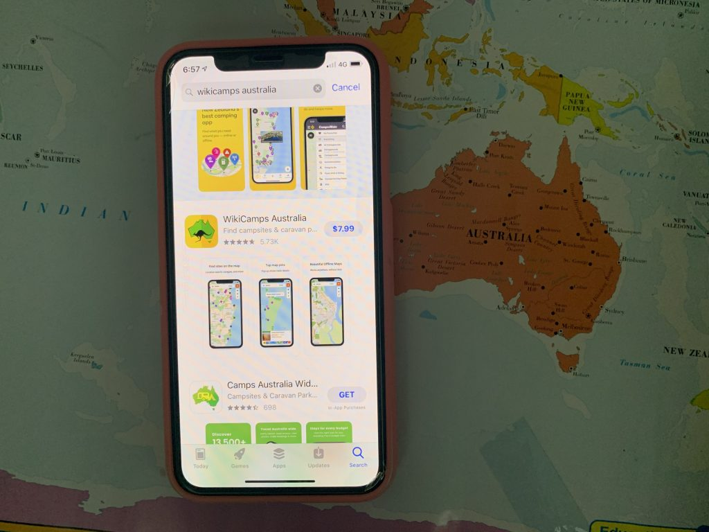 Phone With Useful Apps To Travel Australia.
