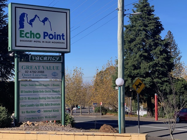 Echo Point Motel Sign Has An Outline Of The Three Sisters.