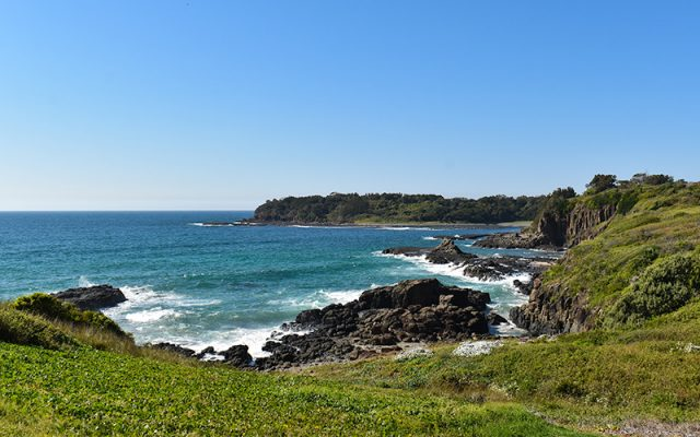 Kiama Coast Walk Runs Along The Coastline Around Kiama. Visit Many Bays And Beaches With Beautiful Pacific Ocean Waves Lapping The Rocky Coastline.